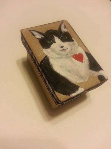 Tuxedo Cat, Zuess