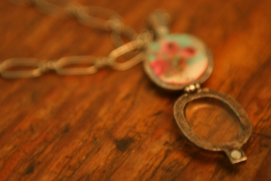 Fill a glass charm, has magnetic closure.