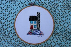 Scrappy house applique, embroidery hoop art, www.lovingcolor.net