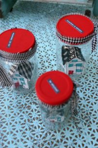 Lovingcolor.net tiny houses in jars